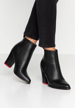 ONLBLUE STUD - Kotníková obuv na vysokém podpatku - black