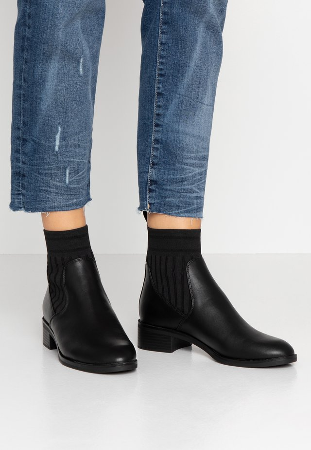 ONLBRIGHT TUBE BOOTIE - Classic ankle boots - black