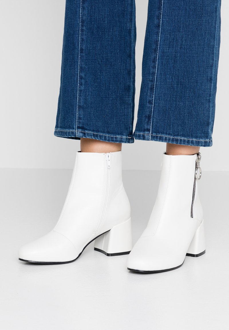 ONLY SHOES - ONLBIMBA HEELED ZIP BOOTIE - Classic ankle boots - white