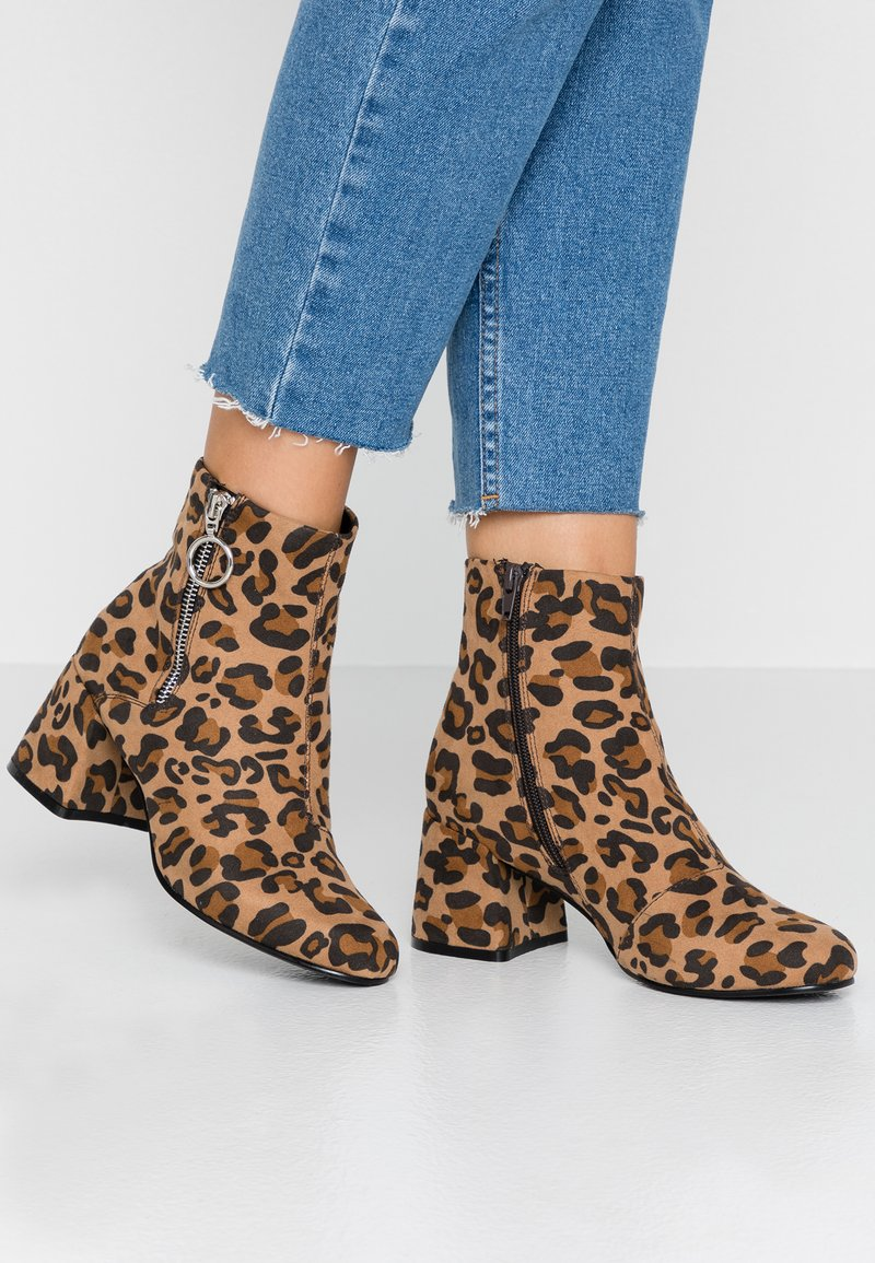 ONLY SHOES - ONLBIMBA HEELED ZIP BOOTIE - Classic ankle boots - beige