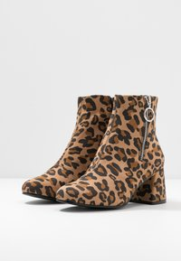 ONLY SHOES - ONLBIMBA HEELED ZIP BOOTIE - Classic ankle boots - beige - 4
