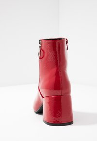 ONLY SHOES - ONLBIMBA HEELED ZIP BOOTIE - Classic ankle boots - red - 5
