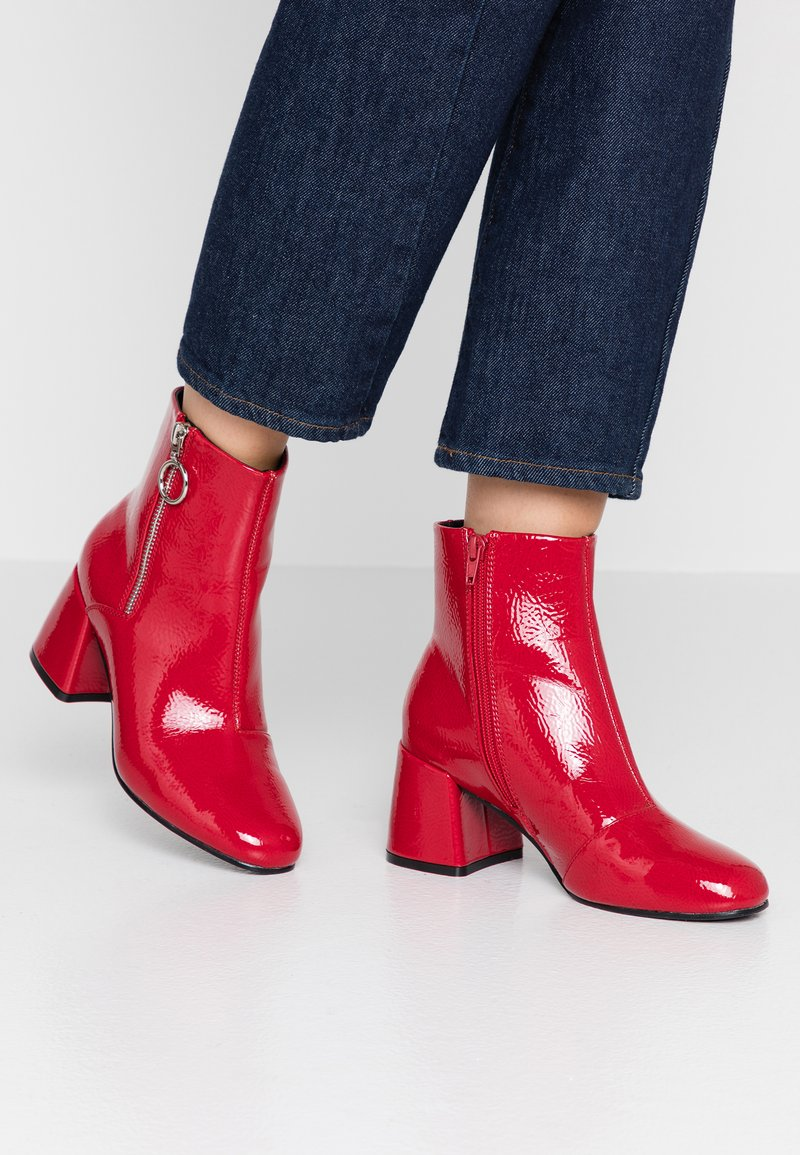 ONLY SHOES - ONLBIMBA HEELED ZIP BOOTIE - Botines - red