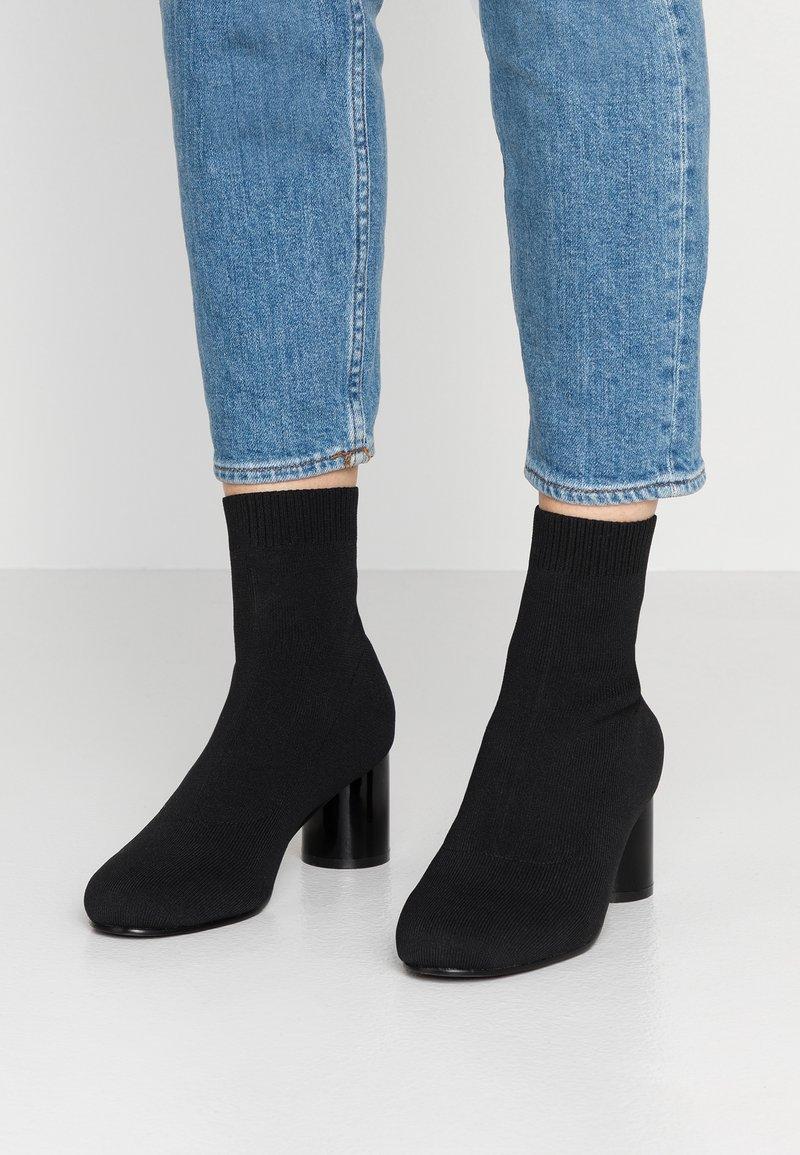ONLY SHOES - ONLBIMBA HEELED SOCK BOOTIE - Botki - black