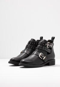 ONLY SHOES - ONLBIBI STUD  - Boots à talons - black - 4