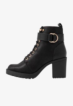 ONLBARBARA BUCKLE LACEUP - Boots à talons - black