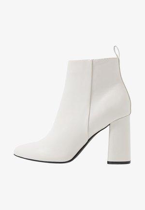ONLBRODIE  - Kotníková obuv na vysokém podpatku - white
