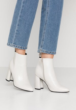 ONLBRODIE  - High heeled ankle boots - white