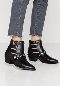 ONLY SHOES - ONLTOBIO CUT OUT BUCKLE  - Kotníková obuv - black - 0