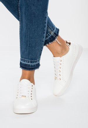 ONLSHILOH METALLIC - Sneakersy niskie - white/rosegold