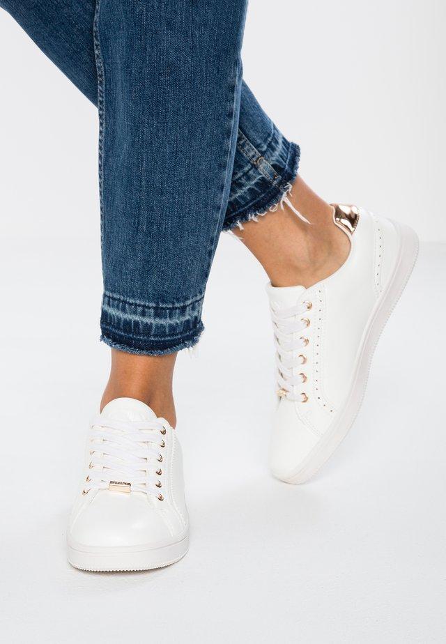 ONLSHILOH - Sneakers laag - white/rosegold
