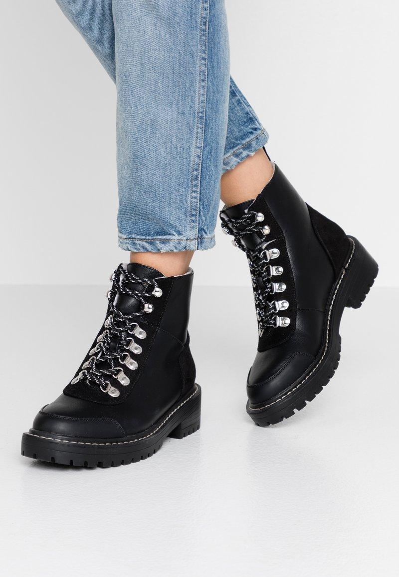 ONLY SHOES - ONLBOLD LACE UP - Šněrovací kotníkové boty - black