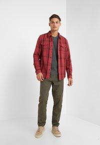 Outerknown - BLANKET - Skjorte - dusty red cusco - 1