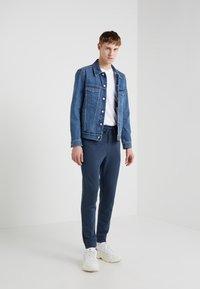 Outerknown - Pantalon de survêtement - deep blue - 1