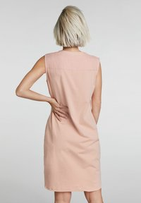 Oui - MIT KETTEN- UND STRASSAPPLIKATION - Day dress - light apricot - 3