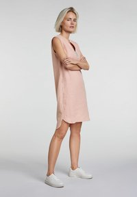 Oui - MIT KETTEN- UND STRASSAPPLIKATION - Day dress - light apricot - 1