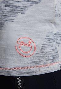Oui - Print T-shirt - grey - 5