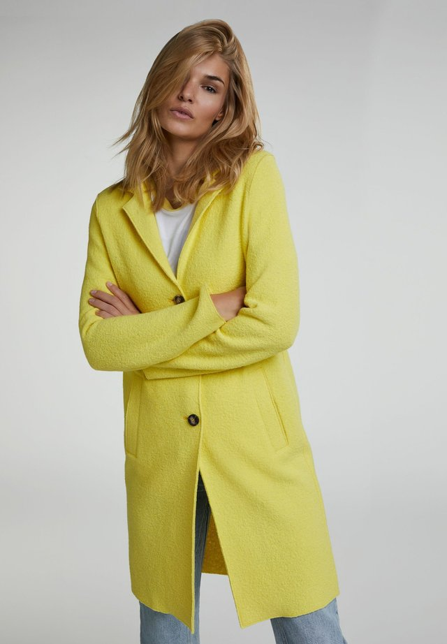 Kurzmantel - vibrant yellow
