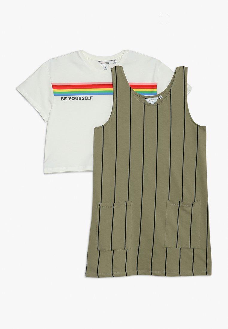 Outfit Kids - PINAFORE TEE SET - Vestido informal - green