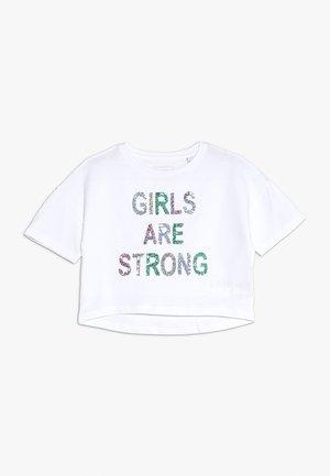 GLITTER GIRLS ARE STRONG TEE - Triko spotiskem - white