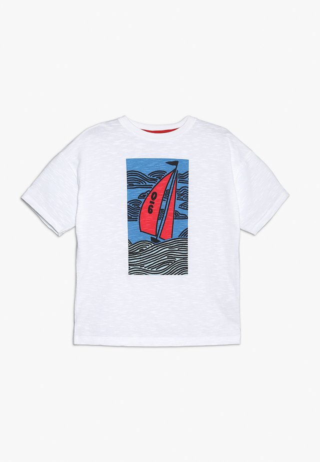 SAILING BOAT GRAPHIC TEE - T-shirt med print - white