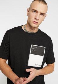 Outcome - Basic T-shirt - black - 3