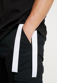 Outcome - Basic T-shirt - black - 5