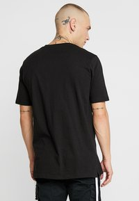 Outcome - Basic T-shirt - black - 2