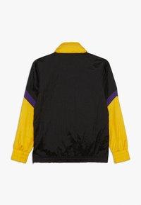 Outerstuff - NBA LOS ANGELES LAKERS WARM UP CRINKLED PACK  - Pelipaita - black/yellow - 1
