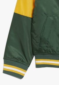 Outerstuff - NFL GREEN BAY PACKERS VARSITY JACKET - Sportovní bunda - fir/university gold - 2