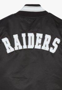 Outerstuff - NFL OAKLAND RAIDERS VARSITY - Bomber bunda - black/field silver - 2