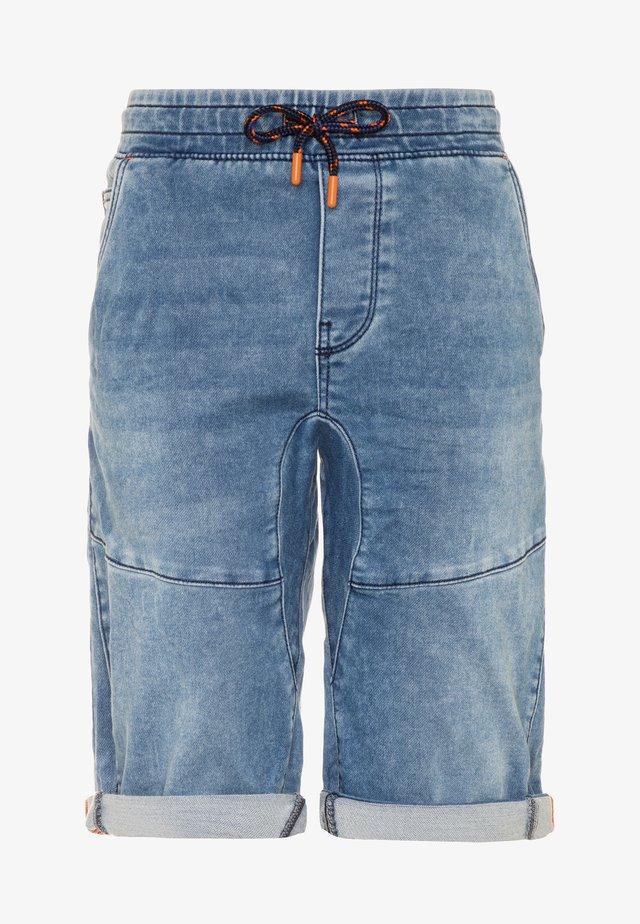 BERMUDA - Szorty jeansowe - bleached denim