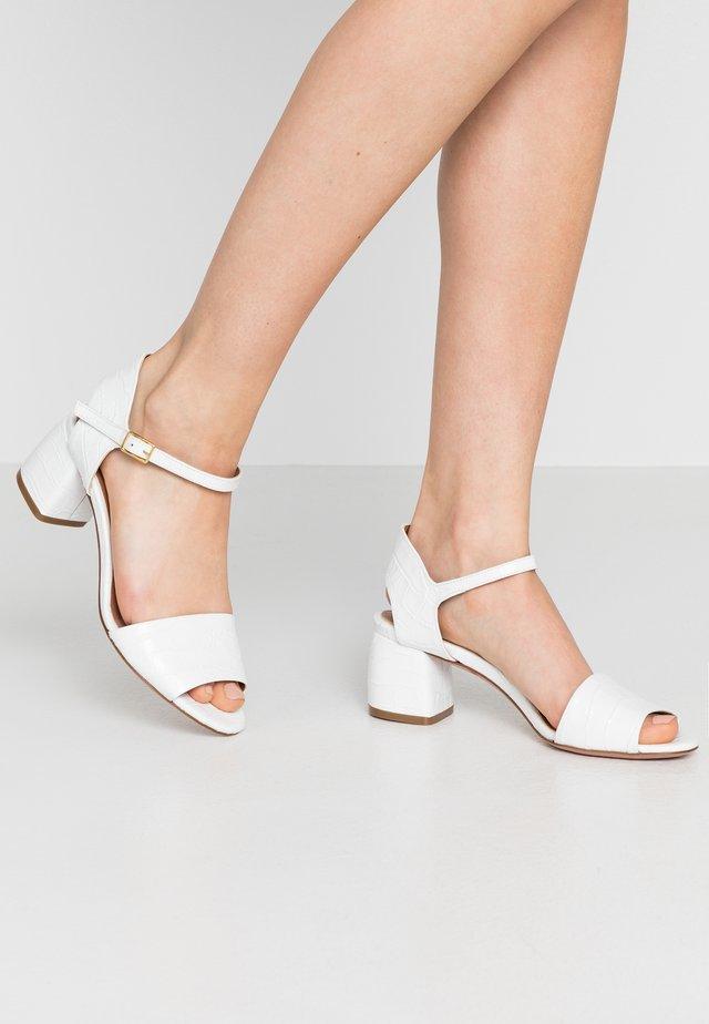 PALMA - Sandaalit nilkkaremmillä - bianco