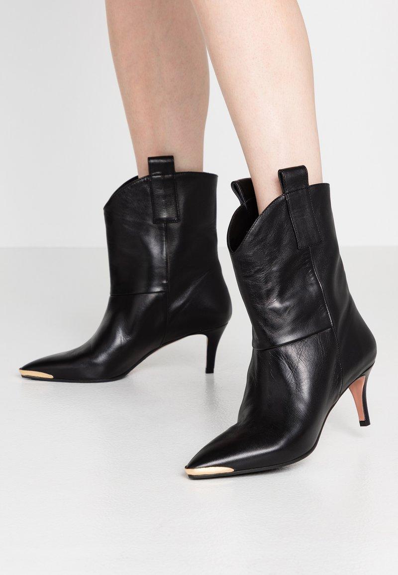 Oxitaly - SARA - Cowboy/biker ankle boot - nero