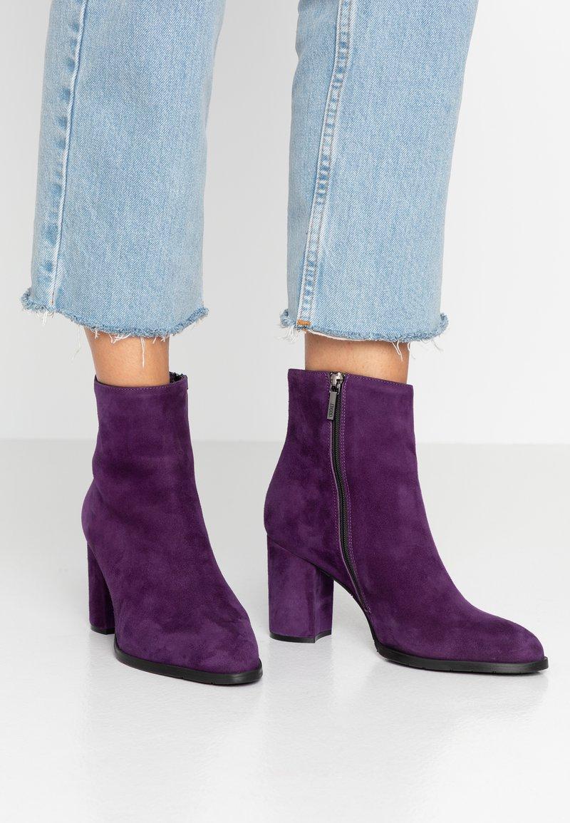 Oxitaly - LAVINA - Stiefelette - purple