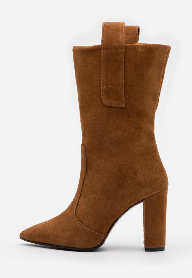 CANDICE - Boots med høye hæler - cognac