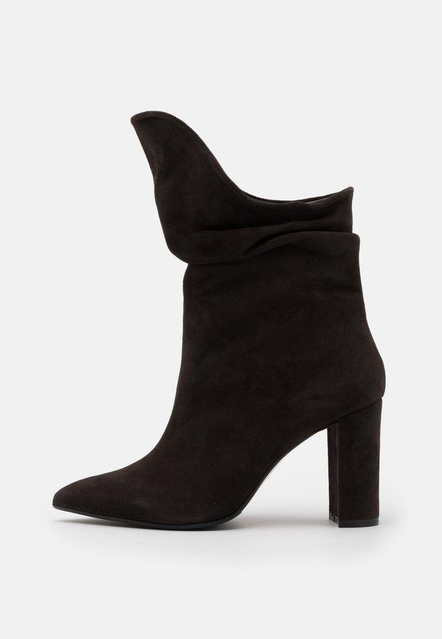CAMELIE  - Laarzen met hoge hak - caffee