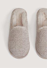 OYSHO - Slippers - brown - 5