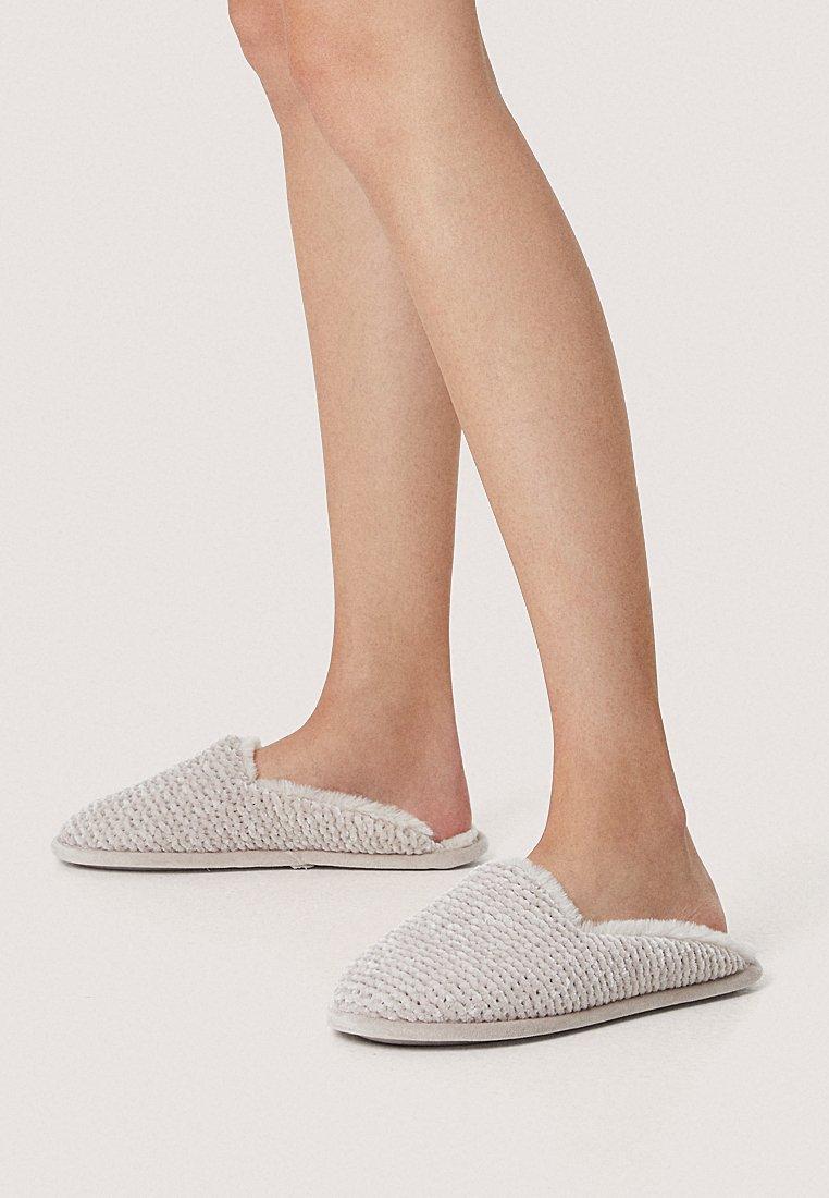 OYSHO - Slippers - brown