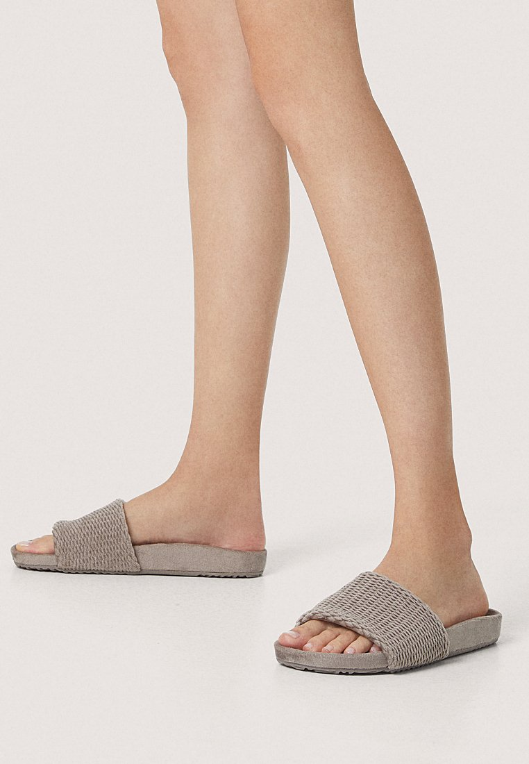 OYSHO - MIT MUSTER - Slippers - brown