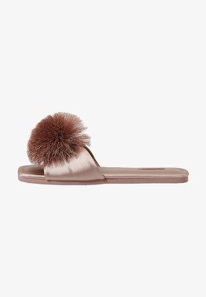MIT SATIN-POMPON - Slippers - pink