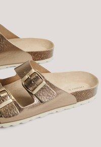 OYSHO - METALLIC - Mules - gold - 5