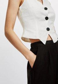 OYSHO - Spodnie materiałowe - black - 3