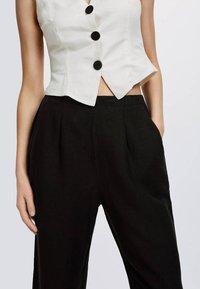 OYSHO - Spodnie materiałowe - black - 4