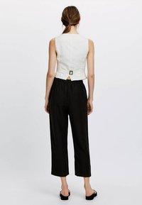 OYSHO - Spodnie materiałowe - black - 2