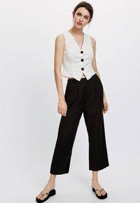 OYSHO - Spodnie materiałowe - black - 1