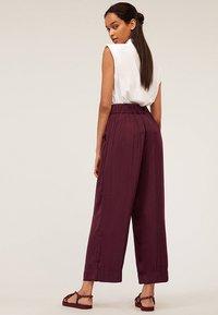 OYSHO - Pantalon classique - bordeaux - 2