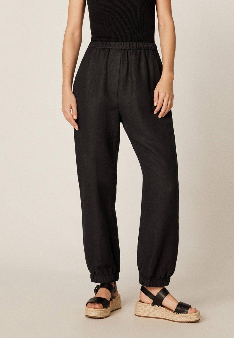 OYSHO - MIT BÜNDCHEN - Trousers - black