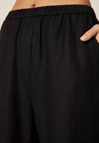 OYSHO - MIT BÜNDCHEN - Trousers - black - 4