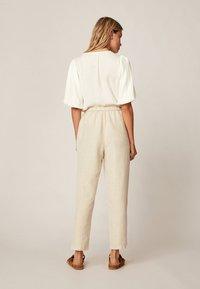 OYSHO - Spodnie materiałowe - beige - 2